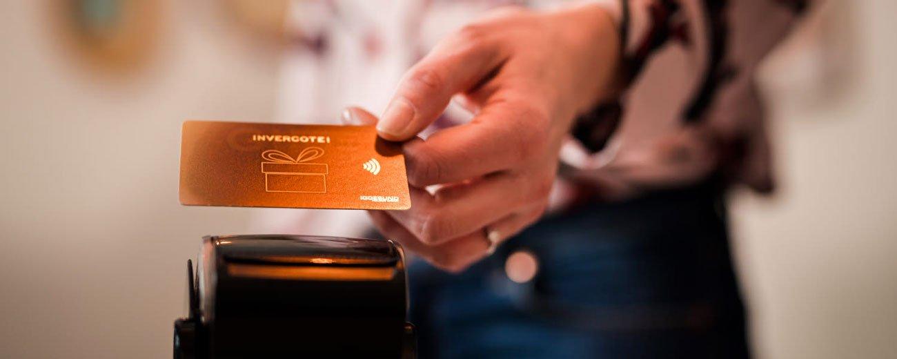 Passez au carton : Iggesund a créé avec ses partenaires une solution de remplacement aux cartes à puce en plastique